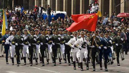 中国三军仪仗队首次参加巴基斯坦阅兵,现场欢呼不断!