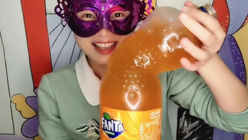 """小姐姐DIY创意超大号""""饮料瓶果冻"""",软滑水润惹人馋,好满足"""