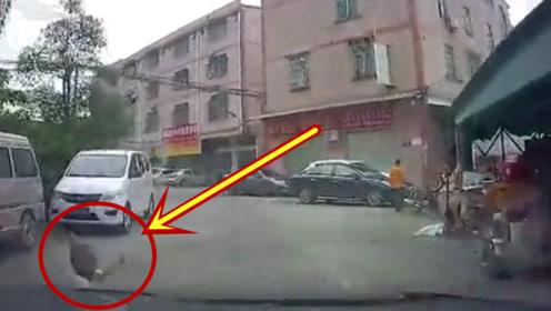 小心行驶却突然跑出一孩子,尽管速度够慢,还是悲剧了