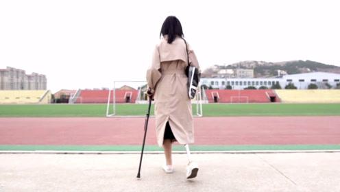 独腿女孩为减轻家人负担,独自留大城市打拼,坚强得让人心疼