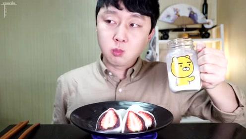 草莓还能这么吃?韩国大叔咀嚼音来袭!