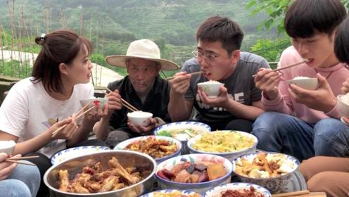 爷爷年轻人去奶奶帮公鸡农村插秧爆炒,奶奶种田大午饭做城市努努上单教学图片