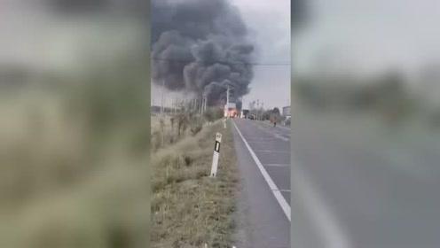 吉林长岭车祸致四车起火 路侧发现两名遇难者遗体