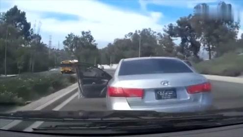 女司机开车突然停下车,结果悲剧了