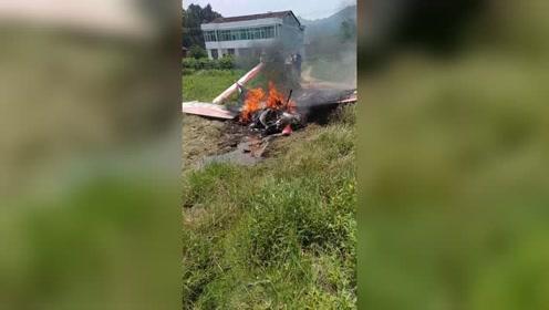 突发!长沙一小型飞机迫降田间起火 2人被烧伤飞机被烧毁