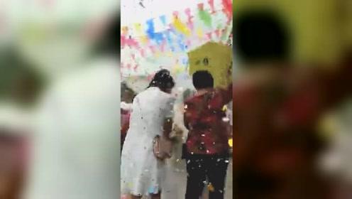 震后首天 新人如期举行婚礼