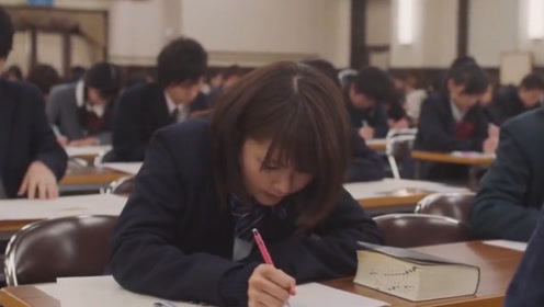 高考生午休睡过致缺考,学校赔偿2.6万元复读费用