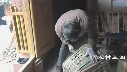 农村王四:老婆不在家,农村大叔自己煮碗面,看着还挺不错!