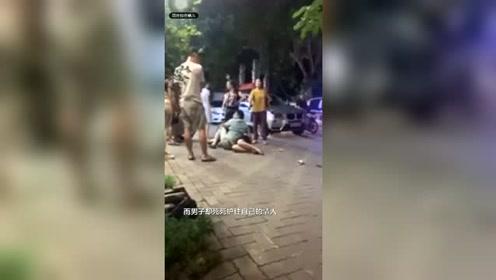 男子和情人逛街被妻女撞见 结果悲剧了
