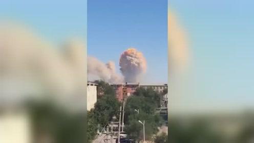 哈萨克斯坦南部一军火库发生爆炸 巨大火球腾空而起