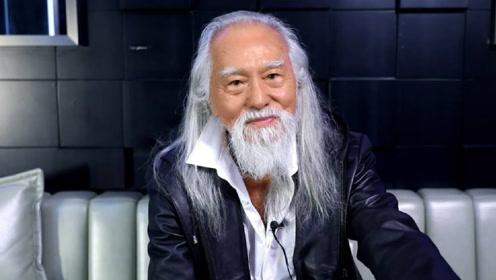 中国最帅的老头子王德顺,80多岁还在秀恩爱,他的座驾很有品味