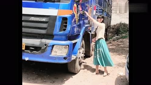 卡车司机小姐姐也酷爱中国风,这几步走的,还真有民国风范!