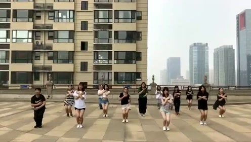 一群小姐姐舞蹈向你扑来
