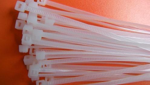 卫生间里放2根塑料扎带,解决了每个家庭的烦恼,方法太棒了