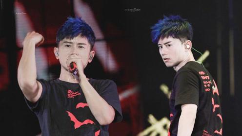 尴尬!张杰演唱会新染蓝色头发,天热导致出汗都是一脸蓝色