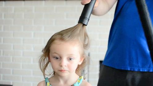 妈妈让老爸给女儿梳头,听到声音不对劲,一开门妈妈都傻眼了