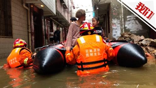 """昆明暴雨引发城市内涝""""一片汪洋"""" 小区低洼处积水达1.8米"""