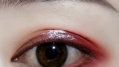 深邃西瓜色眼妆教程,看起来性感又大方,安排!