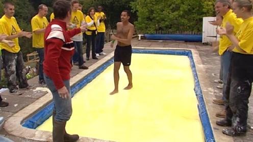 人能在上面行走的神奇液体,一旦停下来就会沉下去,这是什么原理