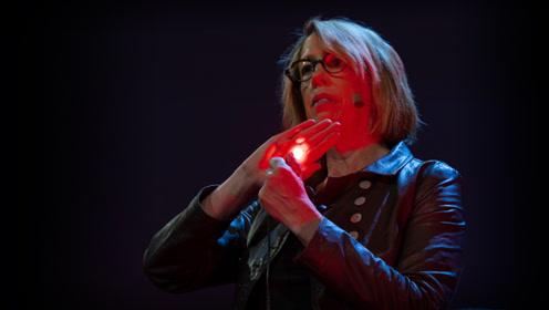 """TED:我们的身体是""""半透明""""的,红光照一下就能找到肿瘤"""