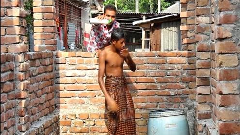 洗不干净的洗发水,在印度小哥身上再现,还是那么搞笑
