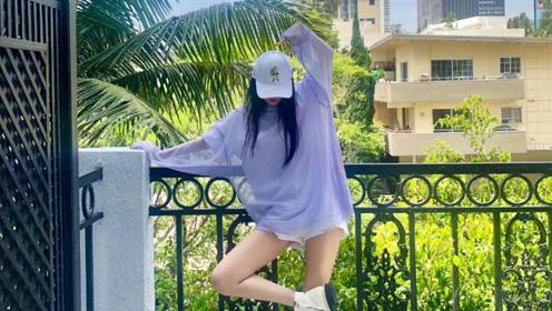 """杨幂""""八字没一撇""""演唱会圆满结束,短裤上衣炫马甲线十分少女"""