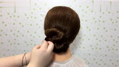 女人上了40岁,头发不要乱扎,试试这款发型,气质十足超优雅