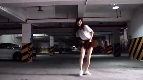 热情奔放的小美女,在地下车库跳舞太好看啦