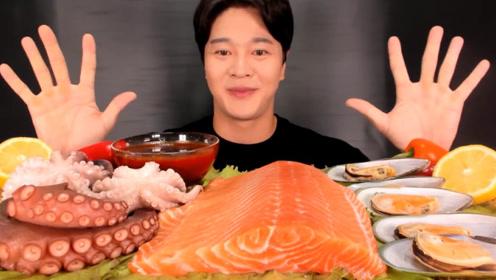 小伙太奢侈,生吃章鱼触手和三文鱼 ,真是开眼界了