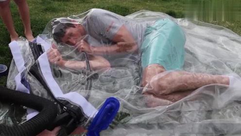 国外小伙作死钻进真空袋,不料气压太低,结果意外发生了!