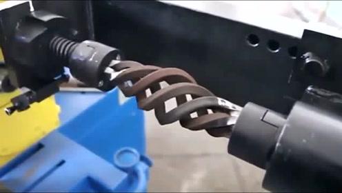这台机器太厉害了,可以直接把钢筋扭成麻花一样