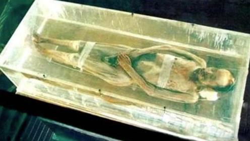 """湖南挖出神秘""""合葬墓"""",专家冒死被毒气入侵,发现了不腐男尸!"""