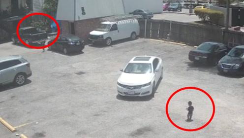 """监拍:美国幼童被""""放养""""遭女司机碾压 母亲监护失责被指控"""