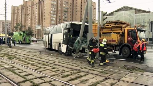 中国游客莫斯科遭遇车祸致10余人受伤