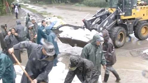 火力全开!持续降雨致县城内涝,4百余人10余辆铲车火速救援