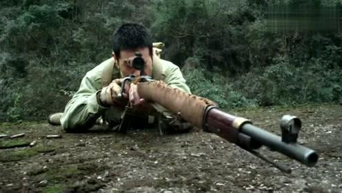 神枪手与鬼子狙击手对射,神枪手低头躲过子弹,鬼子却被爆头!