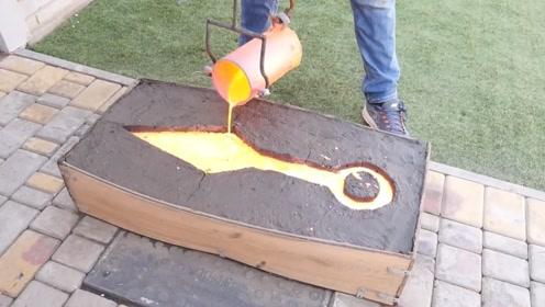 男子用铁水制作大宝剑,结果让人大开眼界