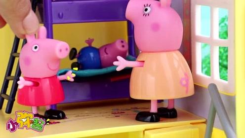 佩奇 乔治尿床不敢晒被子  猪妈妈暖心的安慰保留两人的自尊心