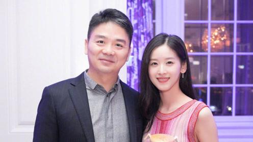 刘强东事件近1年后,与章泽天首次同框,奶茶妹妹原谅他了吗?