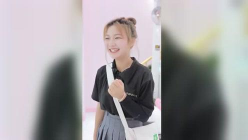 女孩上班路上做好事,不料竟让自己免交罚款,最后的笑太甜了!