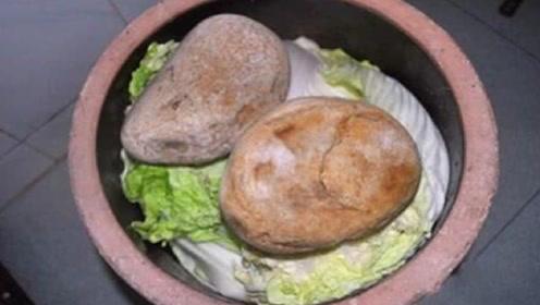大爷在河边捡到一块石头,压了15年咸菜缸,专家一鉴定竟值5亿