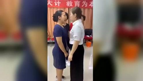 洗脑培训团,我真担心这俩女人会互相咬起来