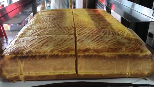"""大叔卖""""黄金蛋糕"""",60元一块,外酥内细腻,网友:真想尝一口"""