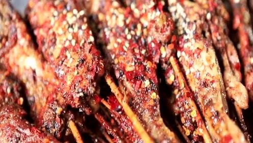 重庆这家网红烧烤店,烤耗儿鱼当属第一,肉质肥美吃得满嘴流油