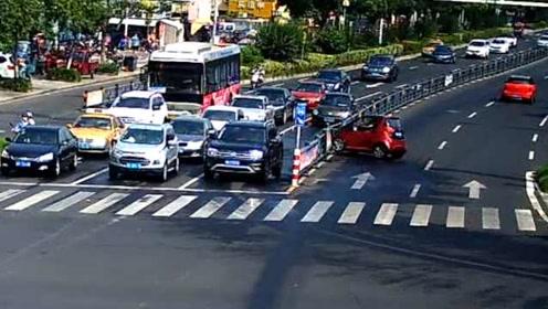 油门当刹车,小轿车马路中间转圈圈