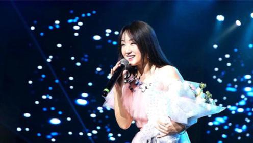 杨钰莹挑战王菲,演唱金曲《传奇》开口就给跪了,一点不输原唱!