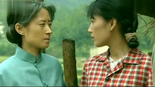 福贵问凤霞喜欢二喜还是喜欢胡老师,凤霞看看猪,家珍就懂了!
