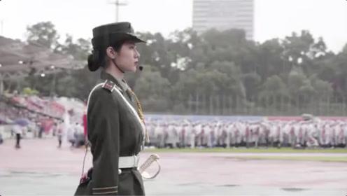 深圳大学30000护旗手雨中升国旗,唱国歌,不忘初心!