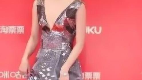 """有种担心叫王珞丹的""""玻璃裙"""",当迈开腿那刻时,不怕碎成渣渣吗"""