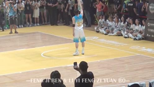 李易峰调皮举手够篮筐